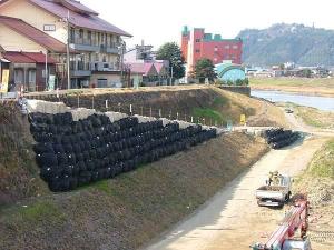làm đường với bao địa kỹ thuật 2-ton bag